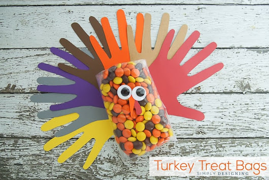 Easy Handprint Turkey Treat Bags for Thanksgiving