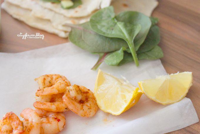 http://i402.photobucket.com/albums/pp103/Sushiina/inaheartsfood/tortilla2.jpg