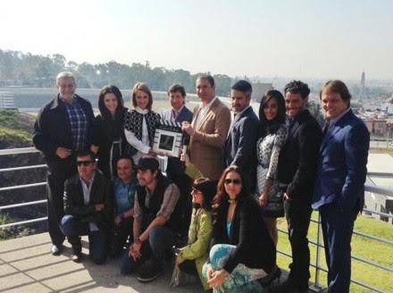 Moreno Valle con los actores de la telenovela El color de la pasión. Foto: Tomada de Twitter