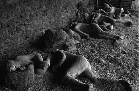 pompeia-corpos-no-chao
