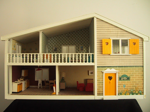 Vintage Caroline's Home dolls house