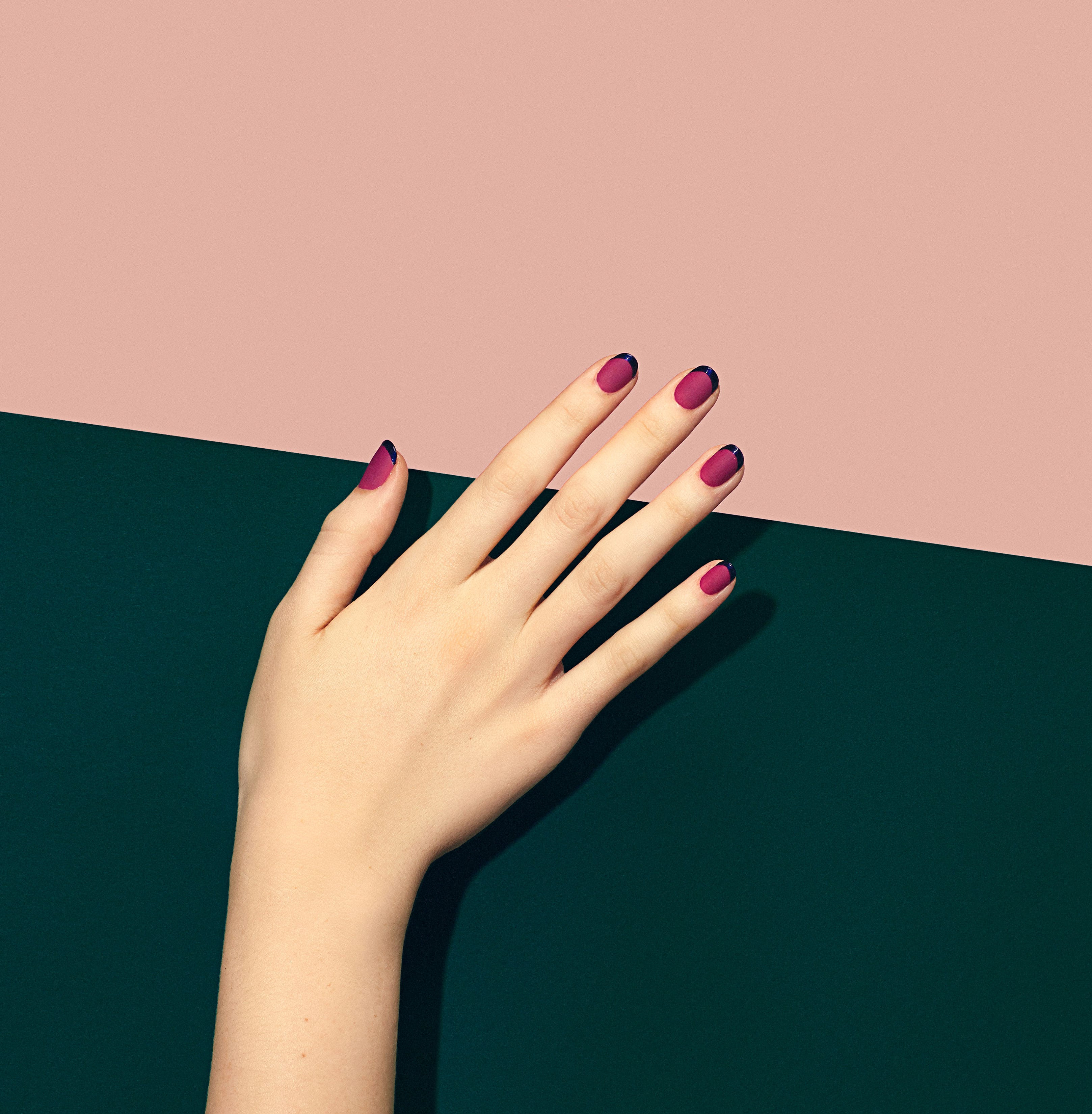 The Most Basic '90s Manicure Is Back