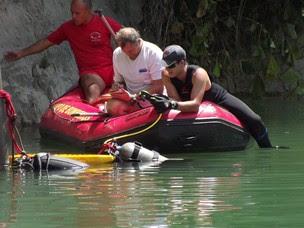 Eruipe localiza corpos dos mergulhadores (Foto: Assis Cavalcante/Agência BOM DIA)