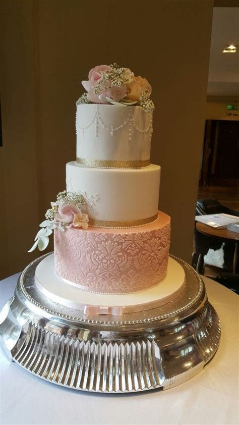 Best 25  Fake wedding cakes ideas on Pinterest   Wedding