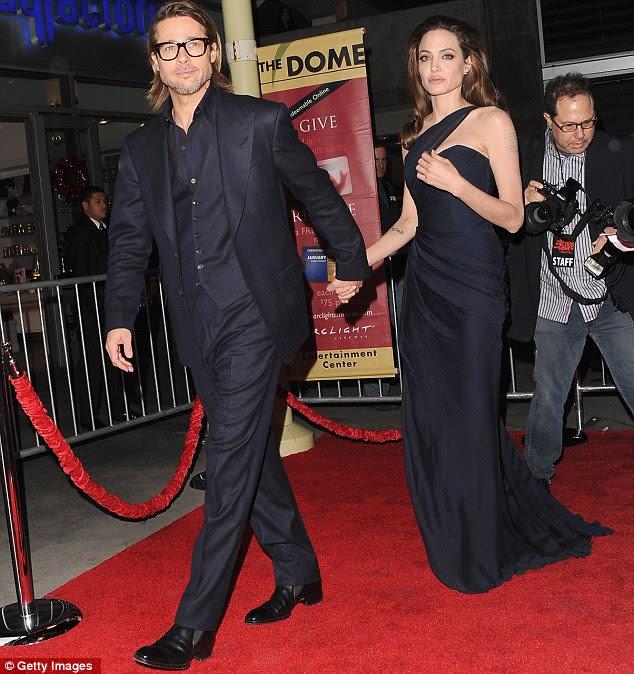Demonstração de apoio: Brad Pitt tem sido regularmente ao lado de Angelina quando ela promoveu seu novo filme