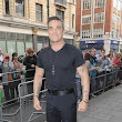 Robbie Williams | Slash Records With Robbie Williams | Contactmusic