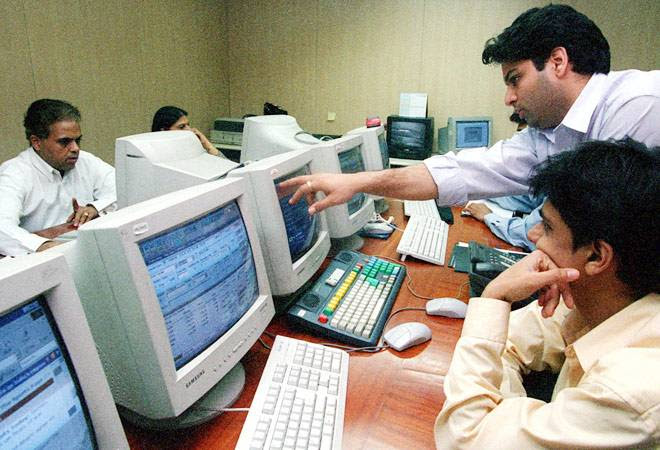 Sensex ends 332 points higher, Nifty above 7,700 on RBI rate cut hopes