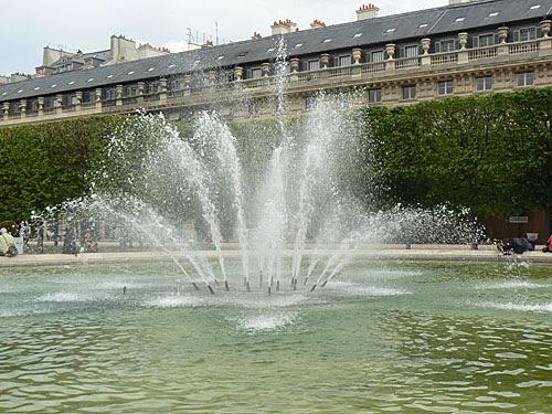 fontaine palais royal.jpg