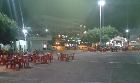 Terça-feira, 28/04, às 20h, Praça praticamente vazia