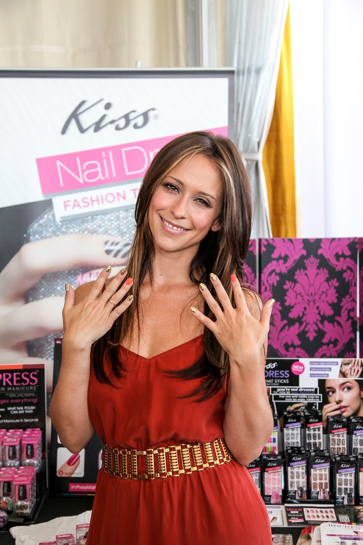 Jennifer Love Hewitt and her Impress mani!