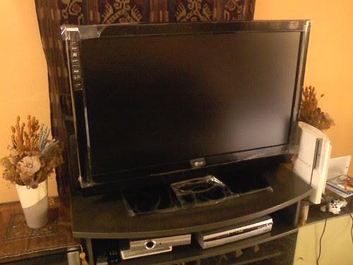 I.Z. RELOADED : DAILY ONLINE REFRESHMENTS: LG 42LB7RF HDTV ...
