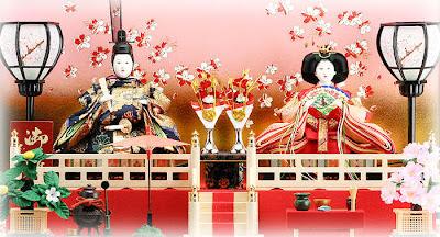This photo is two dolls representing the Emperor (お内裏様 O-Dairi-sama) and Empress (お雛様 O-Hina-sama)