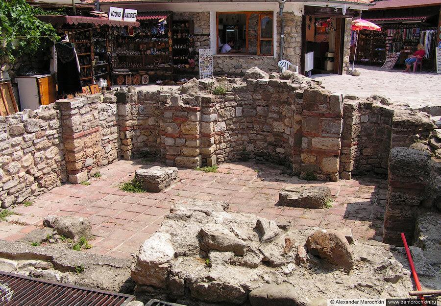 Фундамент разрушенной церкви в Несебре, Болгария