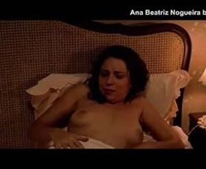 Ana Beatriz Nogueira nua no filme brasileiro Villa Lobos