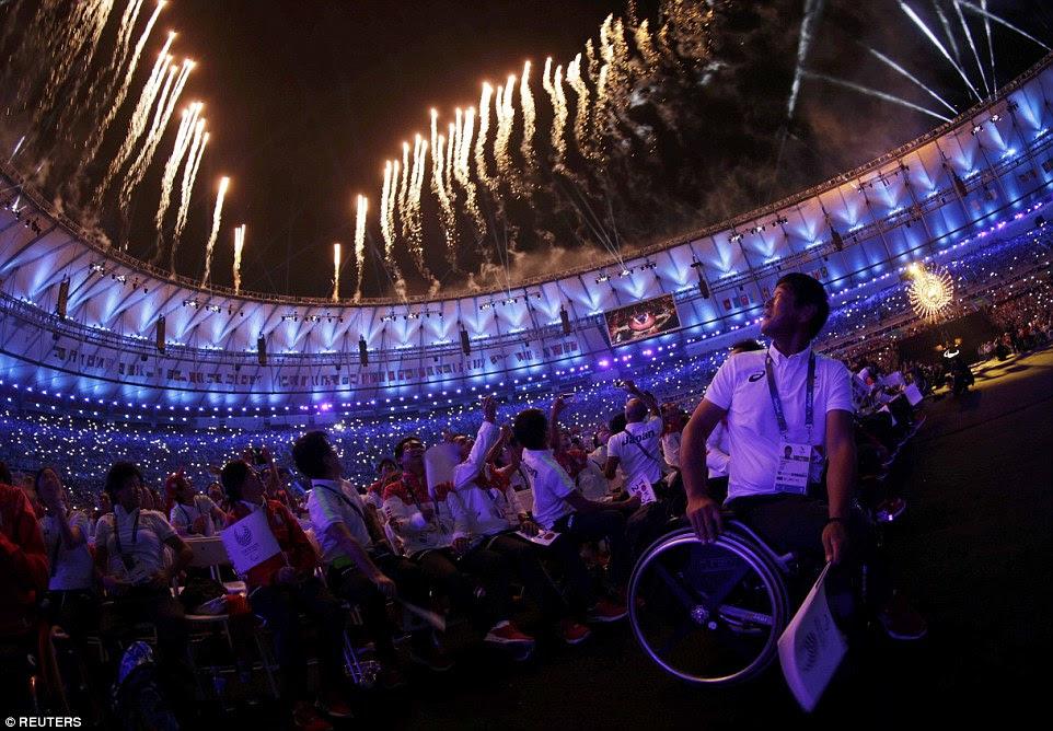 Este foi o final, última volta como o Brasil acenou adeus a cerca de 15.000 atletas que tinham caído em Rio para os Jogos Olímpicos e os Jogos Paraolímpicos, e milhões assistido em seus aparelhos de televisão em todo o mundo
