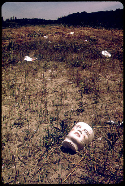 File:Doll face as trash-552078.jpg