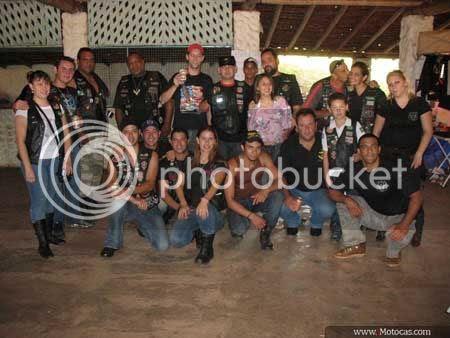 foto com integrantes de moto clubes