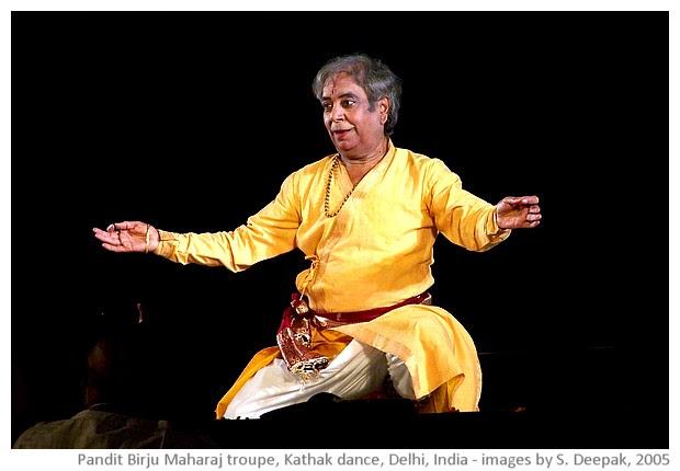 Kathak dance by Birju Maharaj troupe, Ananya, Delhi, India - images by Sunil Deepak, 2005