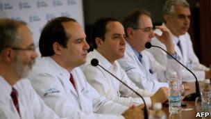 Médicos do ex-presidente Lula em coletiva de imprensa.