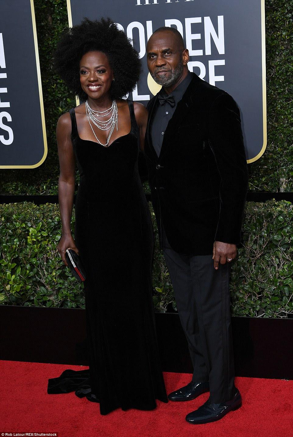 Stunner: Viola Davis exibiu sua clivagem em um vestido de veludo preto de Brandon Maxwell com uma declaração fazendo colar de diamantes;  ela chegou com o marido Julius Tennon, que ela casou em 2003