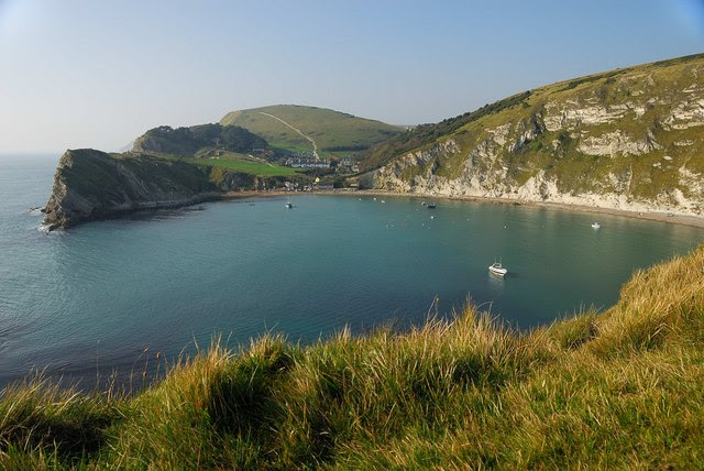 File:Lulworth Cove - geograph.org.uk - 587780.jpg
