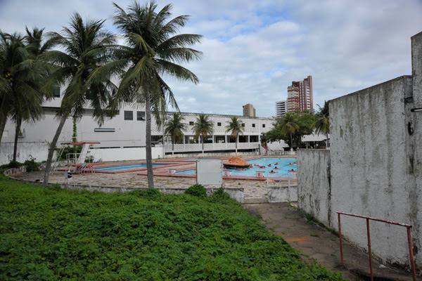 Sem uso há vários anos, o setor das quadras e piscinas do América, na Rodrigues Alves, será ocupado por um condomínio residencial e um empreendimento comercial
