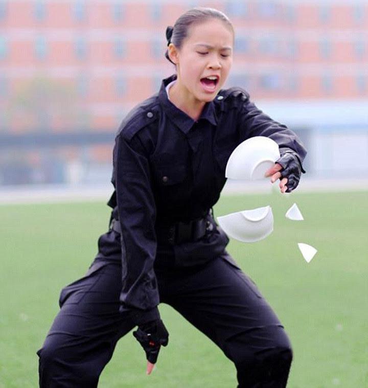 Особенности дрессировки стюардесс в Китае китай, стюардесса, тренировки