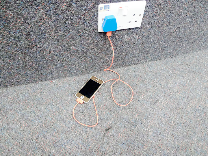 charging old iphone 4s