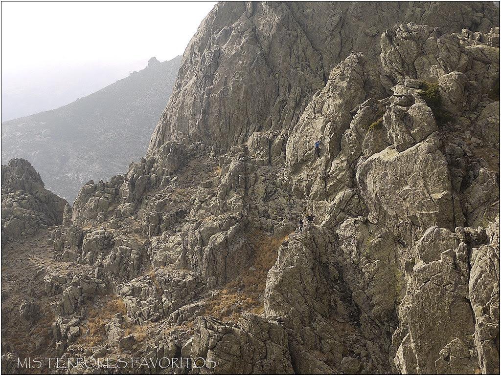 VÍA ALADINO FROTA FINO MDsup 90 m 6a+- AGUJA DE LOS CALIFAS - RISCOS DE VILLAREJO