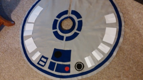 A Very Fandom Christmas: R2D2 tree skirt
