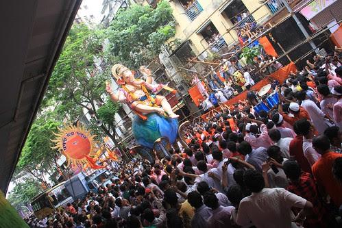 Jab Ganesh Ji Bambai Ate Hain by firoze shakir photographerno1
