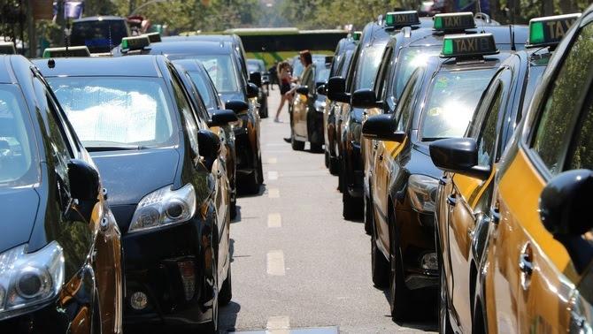 Taxis aturats a la Gran Via de Barcelona (ACN)