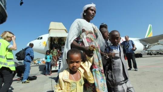 Donna etiope in arrivo in Israele nel 2012 (foto Jewish agency for Israel)