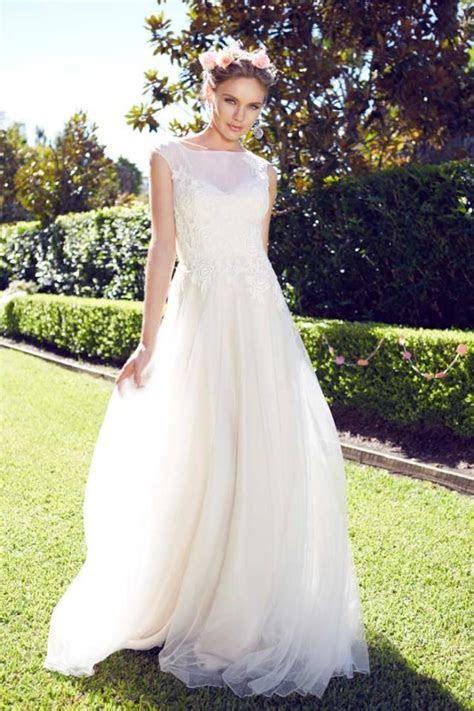 Garden Wedding Dresses For The Bride And Her Girls   Weddbook