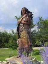 bronze monument of Sacagawea with her baby on the Lewis and Clark Expedition