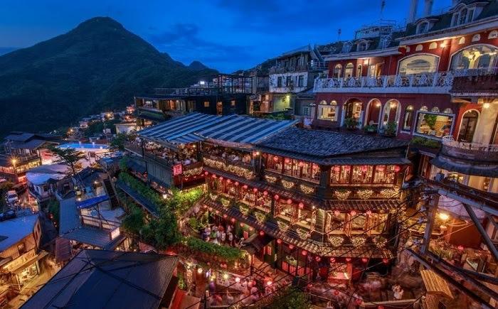 Джиуфен - город золотодобытчиков Тайвань. Золото здесь не добывают с 1971, что не помешало ему стать излюбленным местом для туристов.