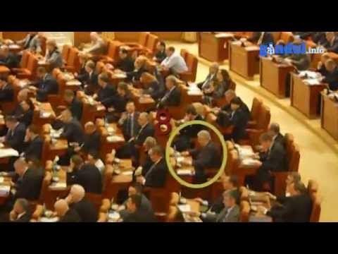 VIDEO| Gavril Mîrza a fost prins votând la două mâini în Camera Deputaţilor