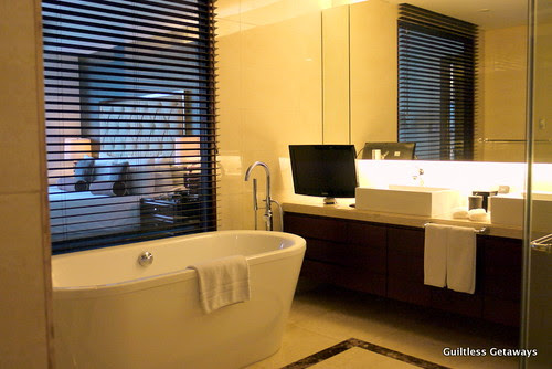 bath-tub-oakwood-hotel.jpg
