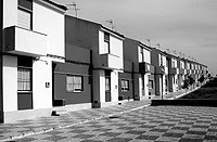 Viviendas autoconstruidas por los vecinos del pueblo sevillano. / AYUNTAMIENTO DE MARINADELA
