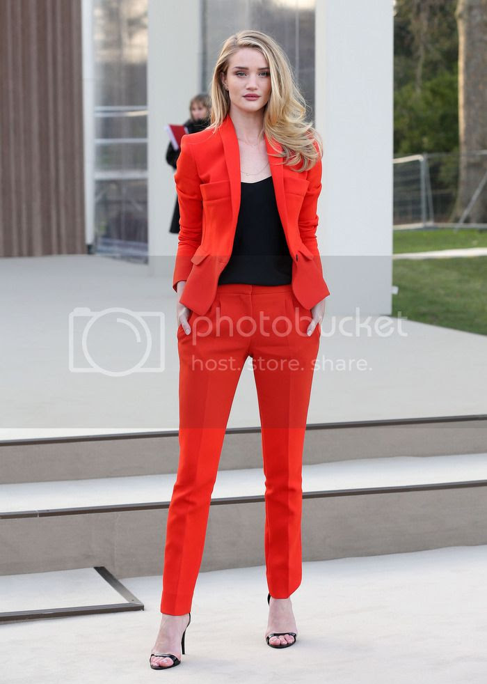 photo Rosie-Huntington-Whiteley-Burberry-red-suit_zpsc38249f0.jpg