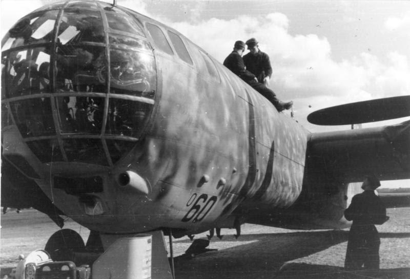 Bundesarchiv Bild 101I-461-0220-07, Russland, Flugzeug Heinkel He 177