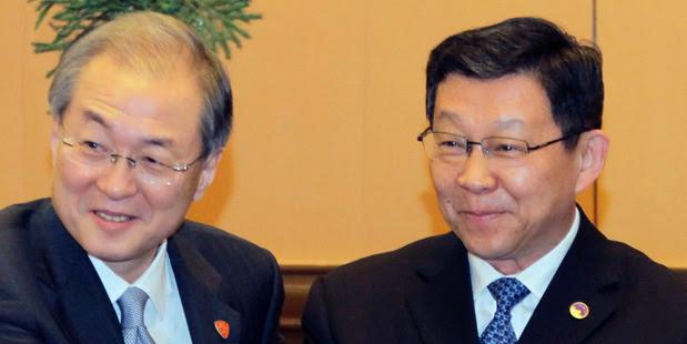South Korea's Trade Minister Bark Tae-ho, left. Photo / AP