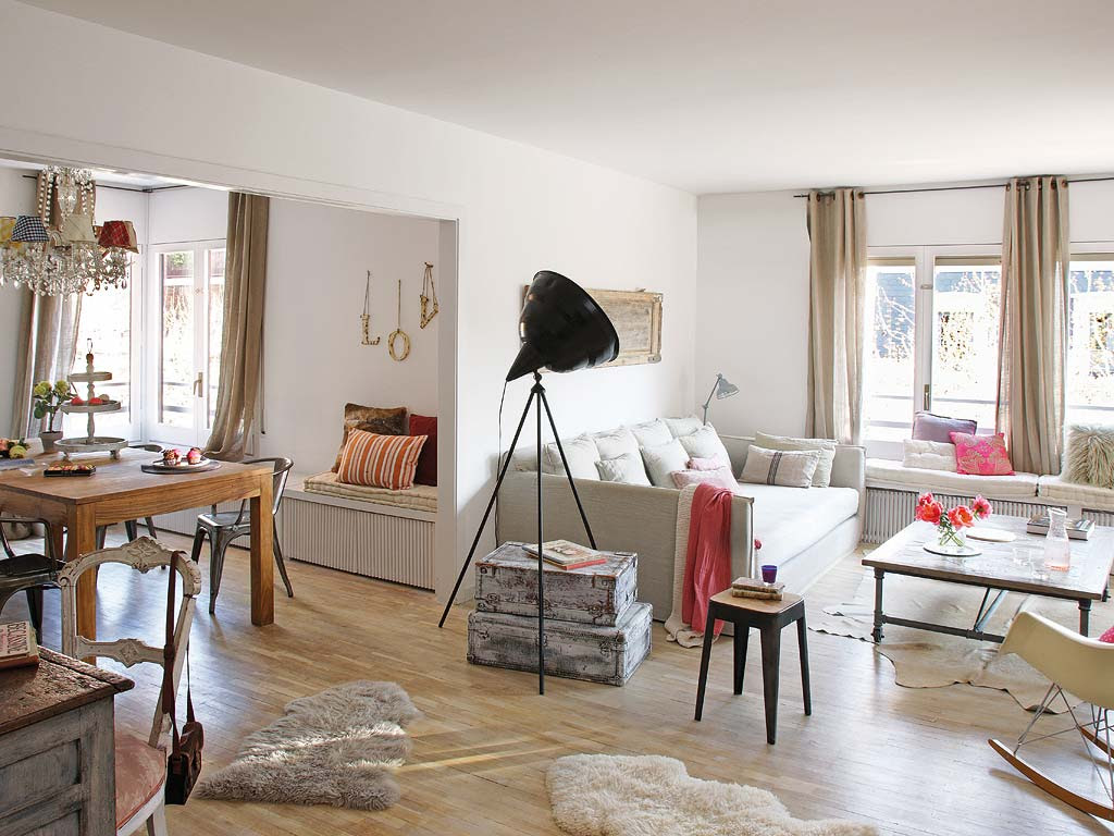 Decordemon charming vintage apartment in barcelona for Cheminee interieur moderne