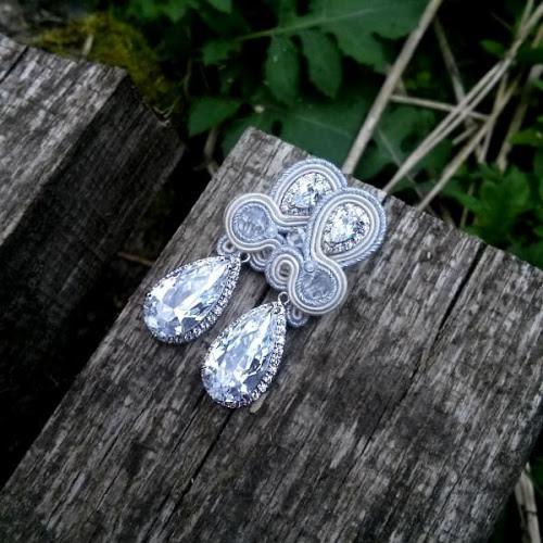 Śmietankowe kolczyki ślubne sutasz z kryształami Swarovski