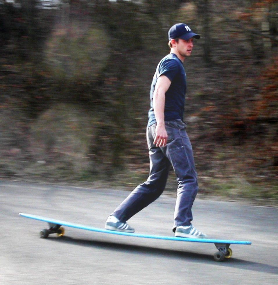 http://upload.wikimedia.org/wikipedia/commons/7/72/Longboard_skateboard.jpg
