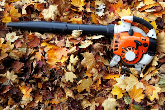 Leaf Blower Uses - 9 Different Ways to Use One