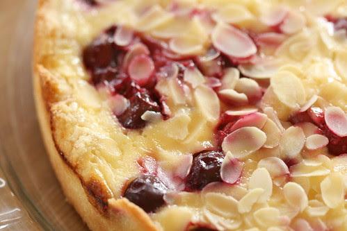 Cherry Marzipan Tart / Kirsi-martsipanikook