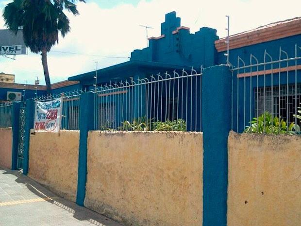Aulas na Escola Estadual Cônego Monte foram suspensas após desabamentos  (Foto: Larisse Souza/G1)