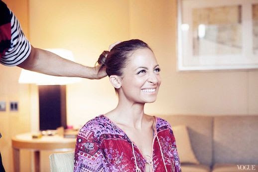 LE FASHION BLOG VOGUE PHOTO DIARY NICOLE RICHIE CFDA AWARDS BEHIND THE SCENES SMILES HAIR LOW SLICKED BACK BUN 2 copy photo LEFASHIONBLOGVOGUEPHOTODIARYNICOLERICHIECFDAAWARDS2copy.jpg