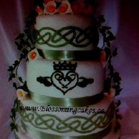 Celtic wedding cake www.blossomingcakes.ca   Wedding